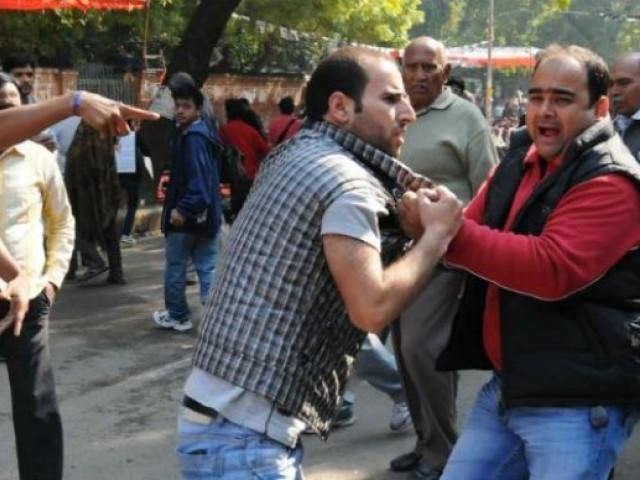 Bharat Main Pakistani Team Ki Himayat Karny Par Kashmiri Talba Par Aik Baar Phir Tashadud
